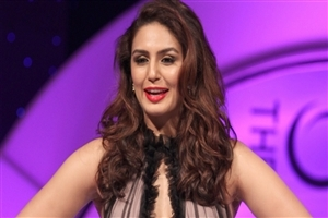 Huma Qureshi Cute Smile Photo