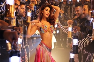 Jacqueline Fernandez Dancing in Ek Do Teen Film Song