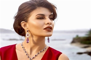 Jacqueline Fernandez Wear Beautiful Jewellery Photo