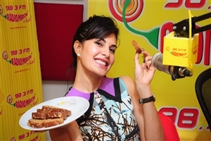 Jacqueline Fernandez with Bread Wallpaper