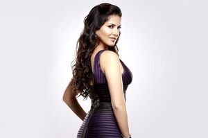 Pretty Cute Sunny Leone HD Wallpaper Background