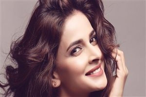 Saba Qamar HD Wallpaper