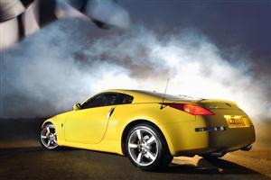 Yellow Nissan Sport  Concept Car 2005