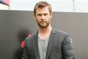 Dashing Look of Chris Hemsworth Wallpaper