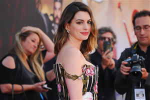 American Actress Anne Hathaway HD Wallpapers