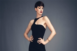 Anne Hathaway in Black Dress Photo