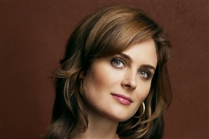 Beautiful American Actress Emily Deschanel HD Wallpaper