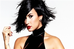 Beautiful Hairstyle of Demi Lovato Hollywood Actress Wallpaper