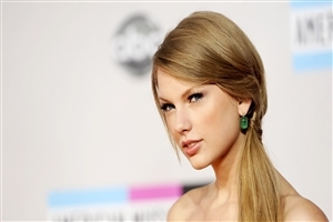 Beautiful Singer Taylor Swift Photo