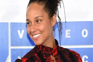 Cute Smile of Alicia Keys