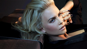 Face CloseUp of Charlize Theron 4K Wallpaper