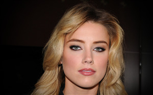 Good Looking Amber Heard Wallpaper