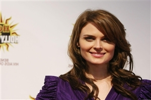 Hot Emily Deschanel American Actress in Purple Dress HD Wallpaper