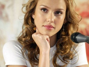 Lovely Face of Jessica Alba Pictures