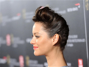 Short Hair Style of Marion Cotillard Actress Photo