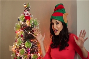 Sunny Leone Give Christmas Wish Hot Girl HD Wallpaper