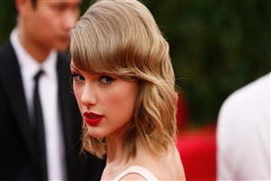 Taylor Swift in Red Lips Photo