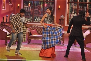 Deepika and Ranveer Singh in Comedy Nights with Kapil Wallpapers
