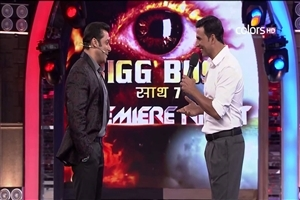 Salman Khan and Akshay Kumar in Bigg Boss Season 7 TV Serial Images