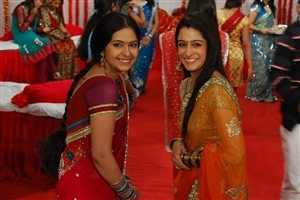 Simar and Roli Smile in Hindi TV Serial Sasuraal Simar Ka on Colors Channel Wallpapers