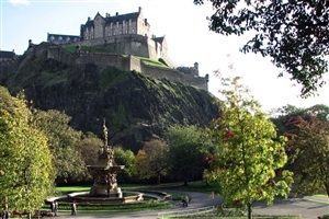 Beautiful Edinburgh Castle in Scotland Wallpaper