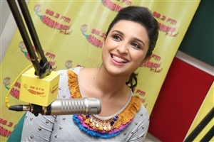 Famous Beautiful Actress Parineeti Chopra at Radio Mirchi Wallpapers