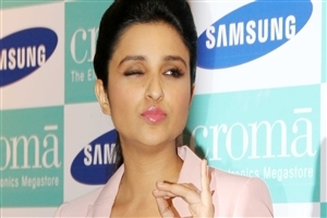 Funny Face of Beautiful Parineeti Chopra Wink Eye HD Wallpapers