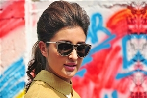 Parineeti Chopra in Sunglasses HD Photo