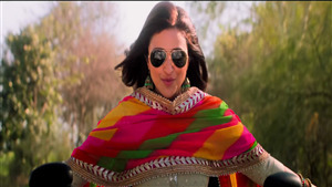 Parineeti Chopra wear Black Sunglass in Bollywood Movie Namaste England 2018