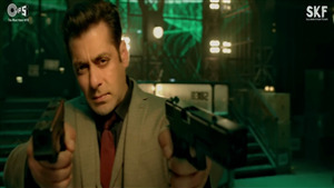 Salman Khan Shoot With Double Pistol in Race 3 Movie