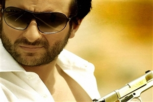 Popular Bollywood Actor Saif Ali Khan in Goggles HD Wallpapers