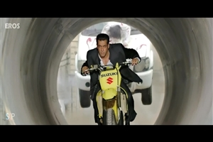 Salman Khan on Bike in Jai Ho 2014 Hindi Bollywood Movie HD Wallpapers