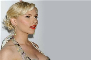 Beautiful Famous American Actress Scarlett Johansson Wallpaper