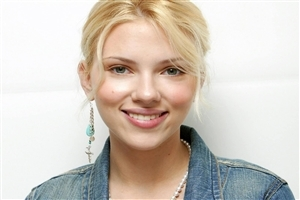 Beautiful Smile of Scarlett Johansson Close Up Actress Photos