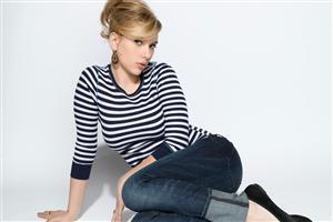 Scarlett Johansson in Tshirt and Jeans