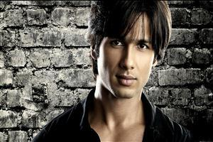 Shahid Kapoor Wallpaper with Black Background