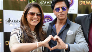 Shahrukh Khan and Kajol Create Heart Shape with Hand 4K Pic