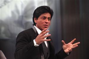 Shahrukh Khan doing Discussion