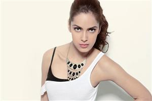 Shazahn Padamsee With Beautiful Necklace