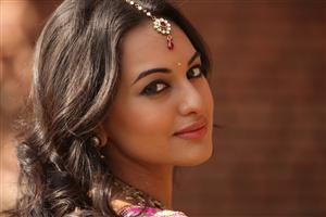 Beautiful Bollywood Actress Sonakshi Sinha