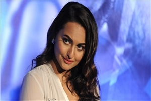 Beautiful Bollywood Actress Sonakshi Sinha Wallpaper