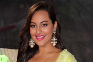 Sonakshi Sinha Bollywood Actress HD Wallpaper