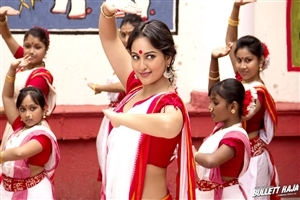Sonakshi Sinha Dance in Bullet Raja Movie Wallpaper