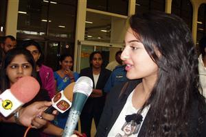 Sonakshi Sinha With Press Reporter