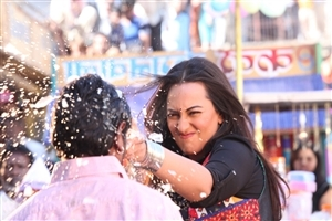 Sonakshi Sinha in Bollywood Movie R Rajkumar Wallpaper