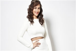Sonakshi Sinha in White Dress 4K Resolution Wallpaper