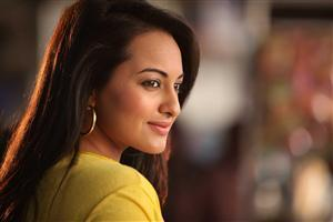 Sonakshi Sinha in Yellow Top