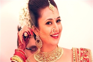 Divyanka Tripathi Famous Indian TV Actress HD Wallpapers