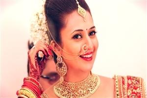 5642 Download 6575 Views Divyanka Tripathi Famous Indian TV Actress HD Wallpapers