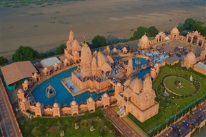 Nilkanthdham Swaminarayan Temple in Poicha HD Photo